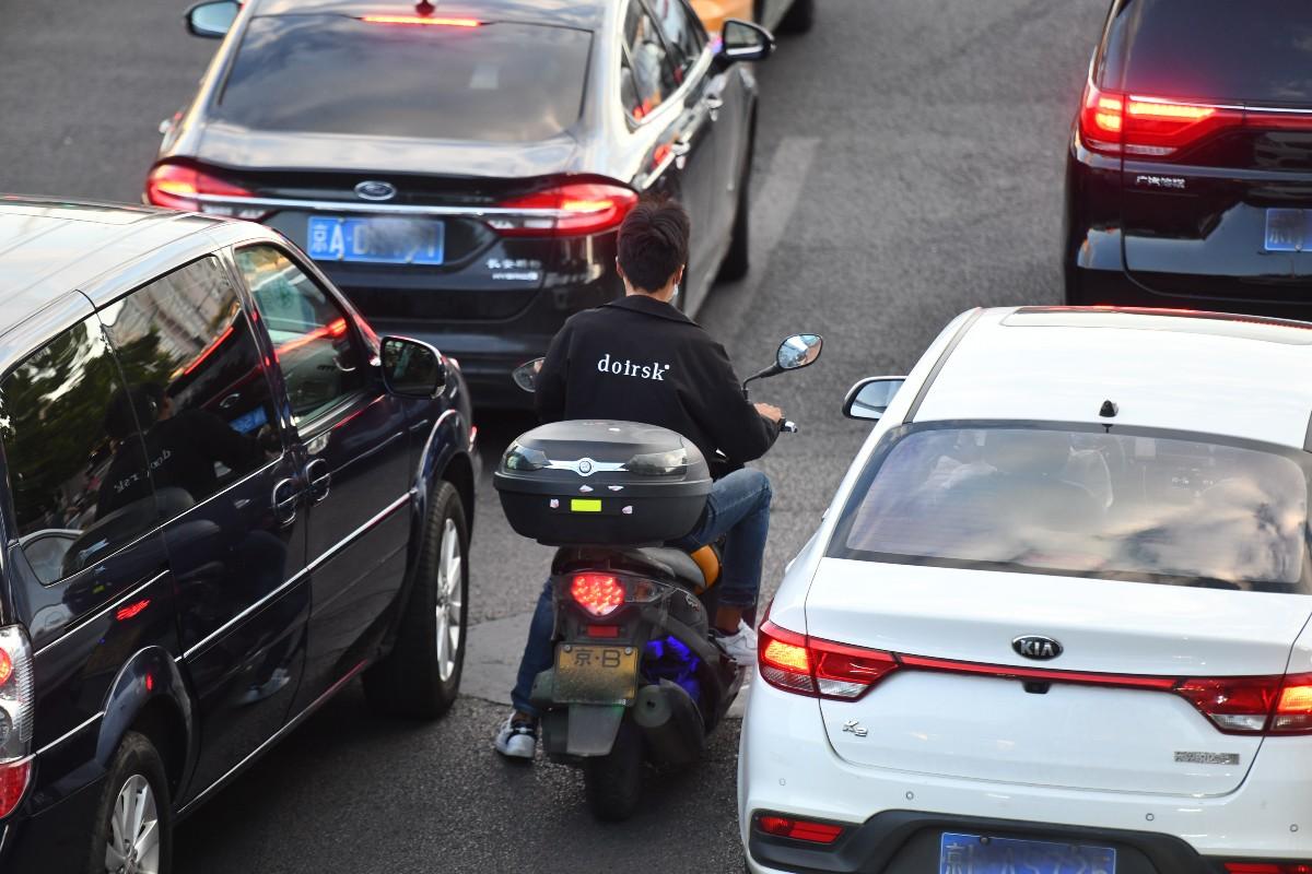 北京路面上摩托車漸多,探頭不易拍違法成本低,該管管!