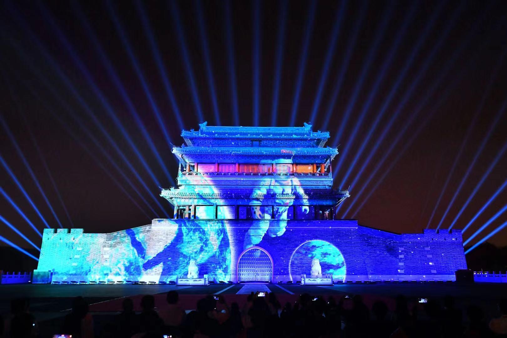 百年历程光影呈现,今晚的永定门城楼亮了!4