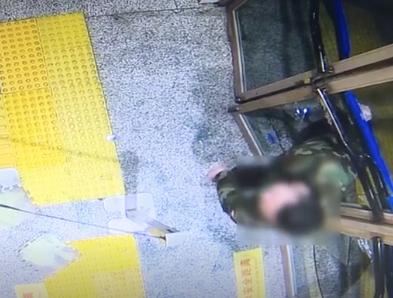 醉酒男子深夜打砸强闯五道口地铁站,行拘!